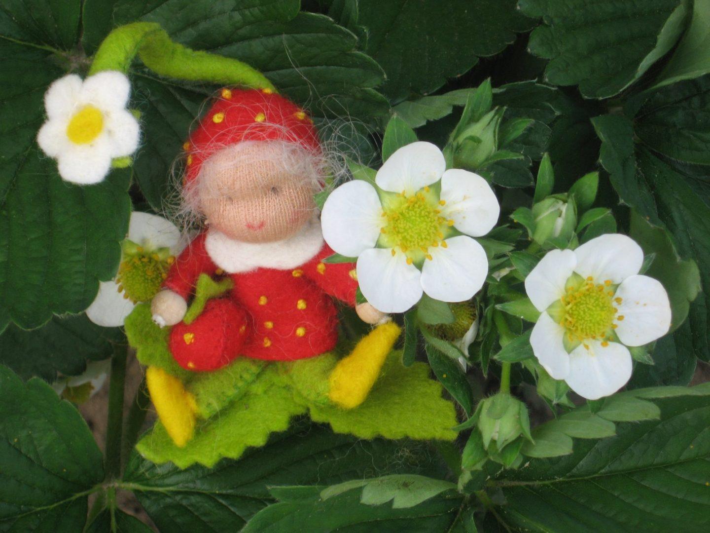 Aardbeien popje van vilt voor op de seizoentafel / thematafel