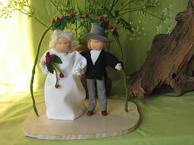 Pinksterbruid en bruidegom van vilt voor op de seizoentafel