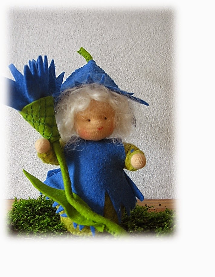 Antroposofische popje seizoentafel korenbloem Mieke Stender