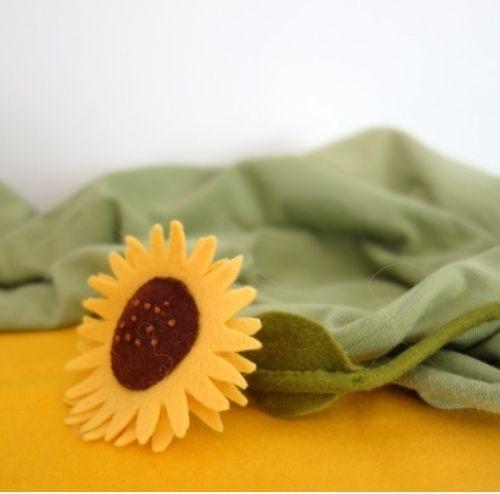 Zonnebloem gemaakt van vilt als decoratie
