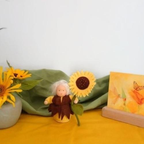Zonnebloem popje  op de seizoentafel