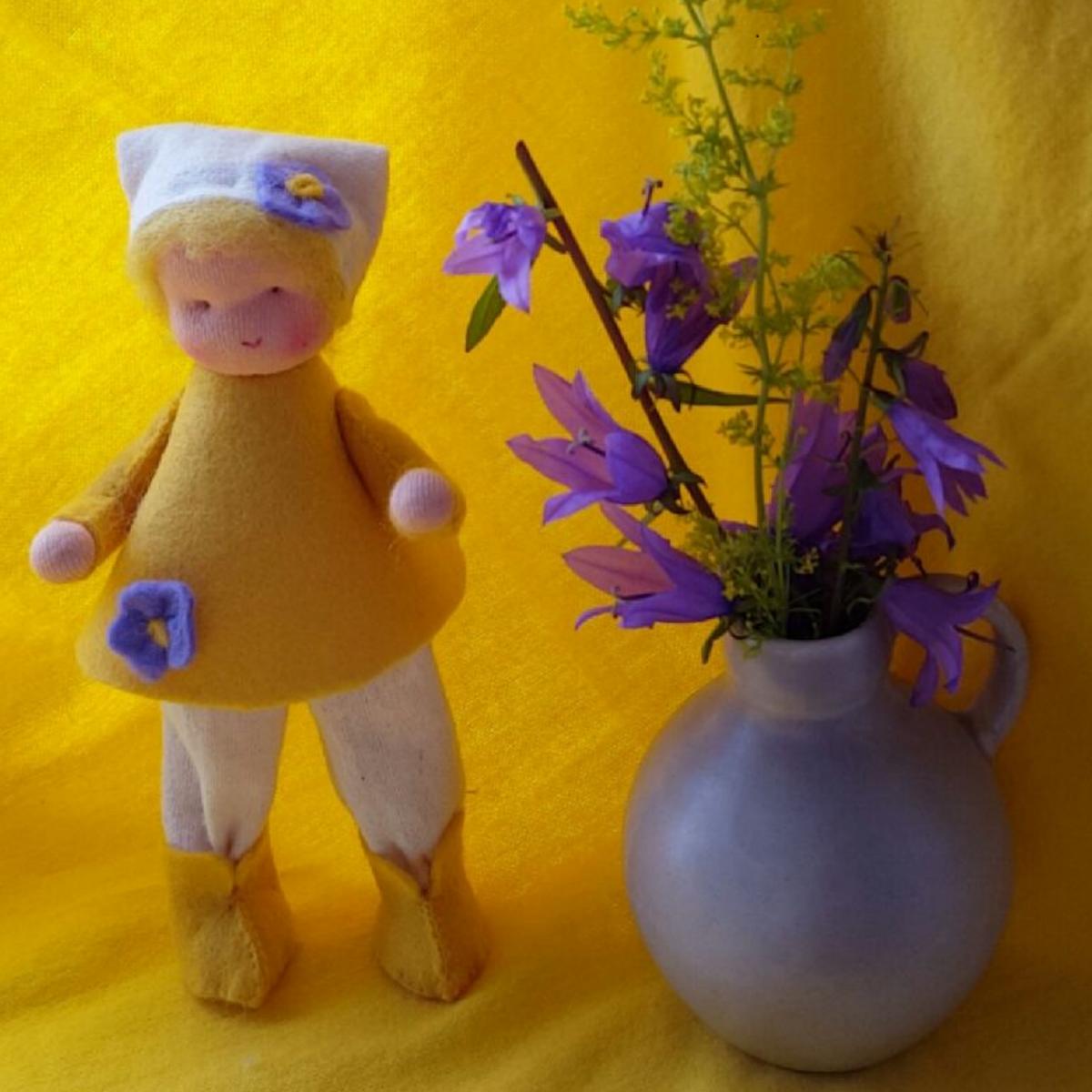 Bloemenmeisje voor op de seizoentafel