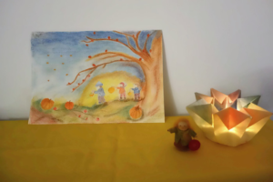 Sint Maarten tekening en lichtje op seizoentafel