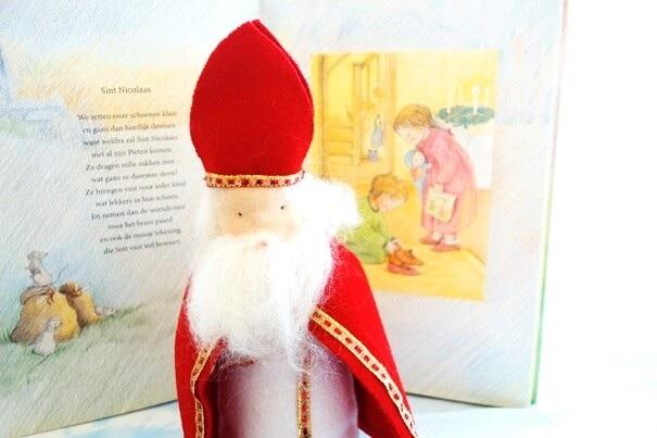 Sinterklaas van vilt gemaakt
